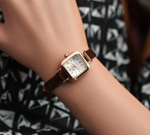 đồng hồ mặt vuông nữ và sự mạnh mẽ cần thiết 2